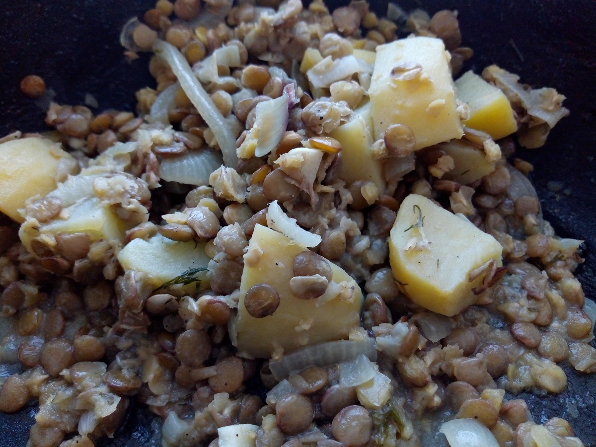 Веганский рецепт Тушёная картошка с чечевицей