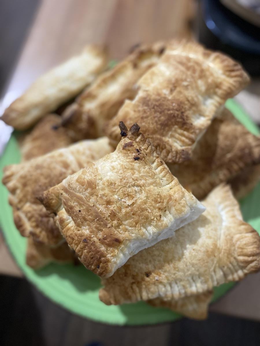 Веганский рецепт Пирожки слоеные с капустой