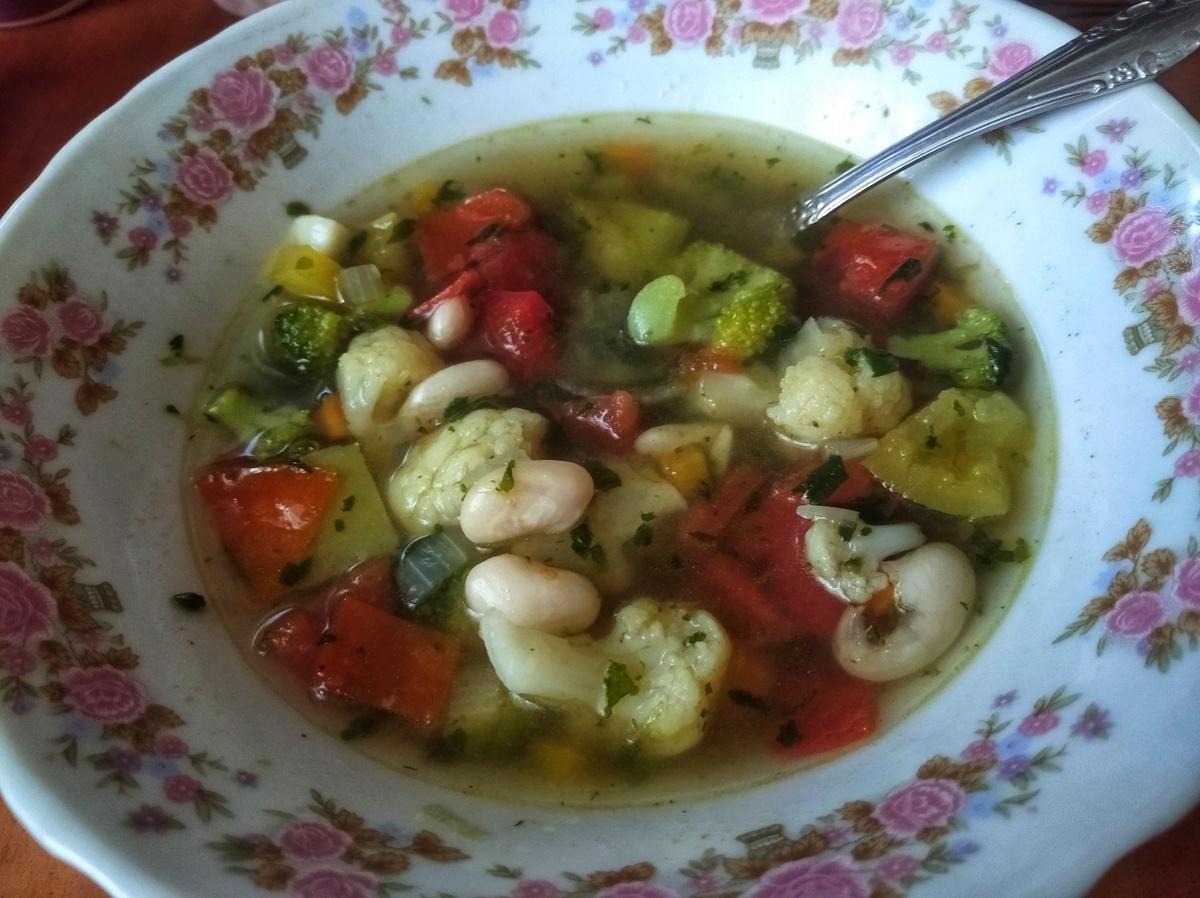 Веганский рецепт Лёгкий овощной суп с фасолью